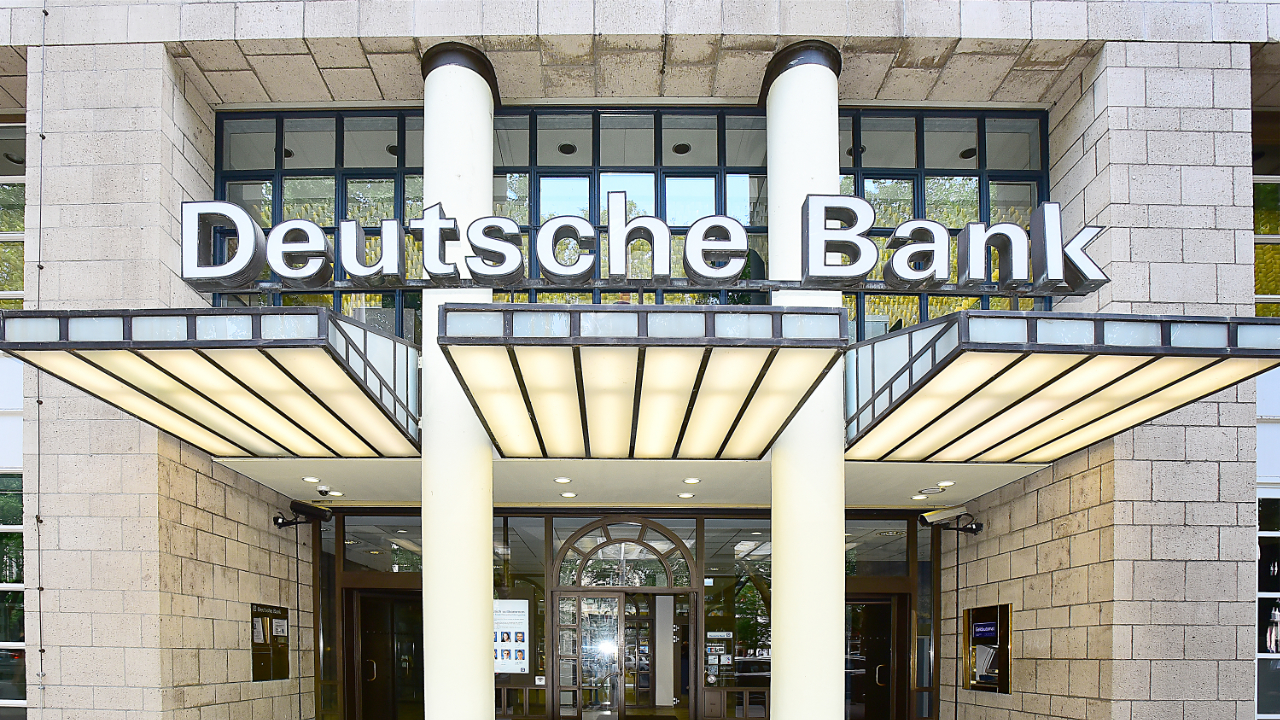 Deutsche Bank: Investors Increasingly Choose Bitcoin Over Gold to Hedge Dollar Risk, Inflation