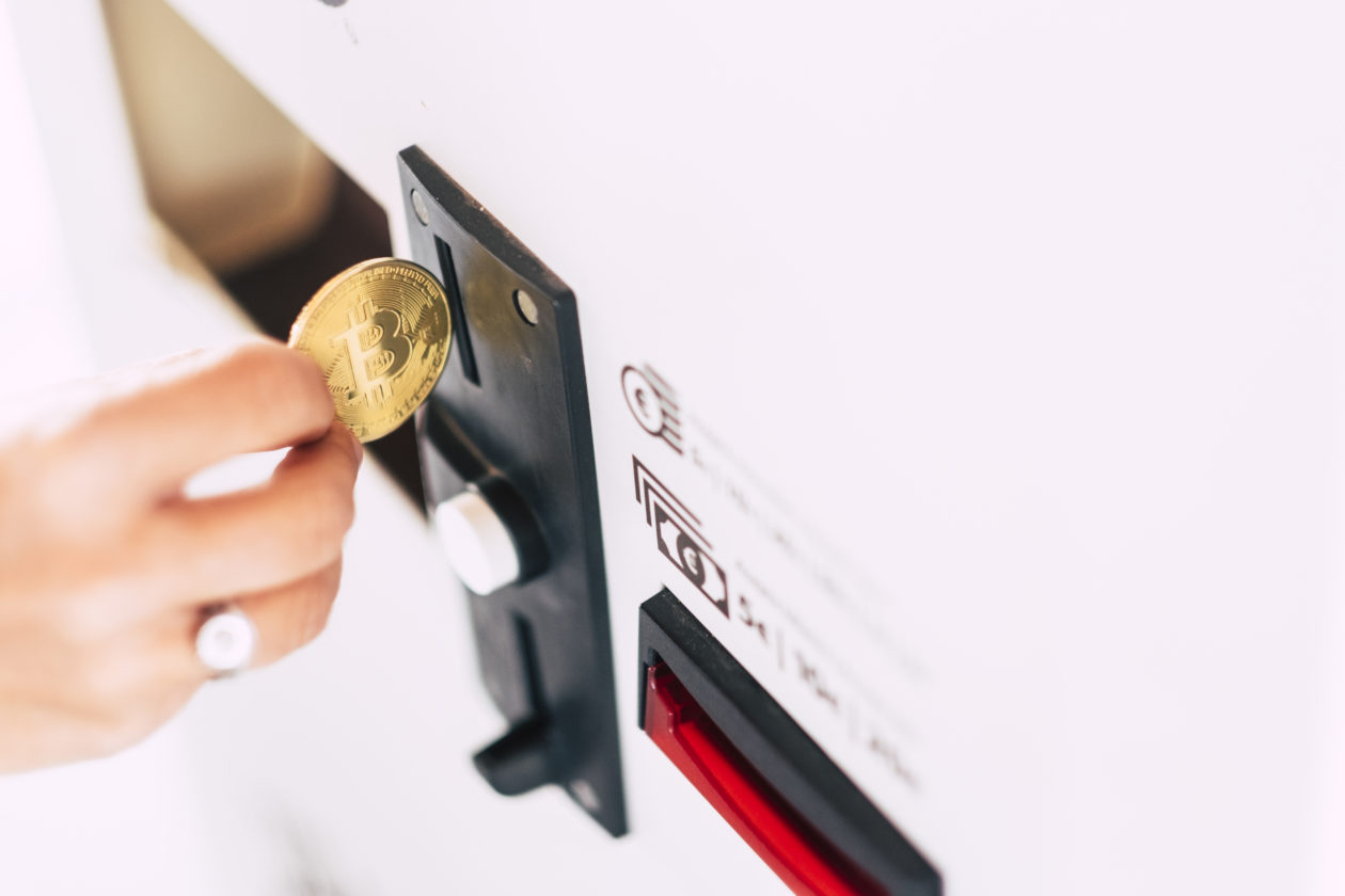 putting a bitcoin into a vending machine, bitcoin can be our daily payment methods