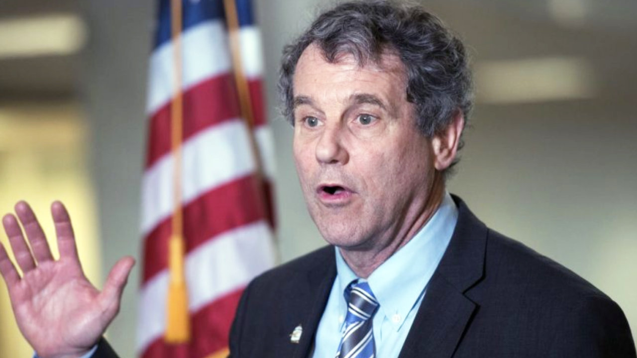 US Senator Says Cryptocurrencies Put Americans' Hard-Earned Money at Risk